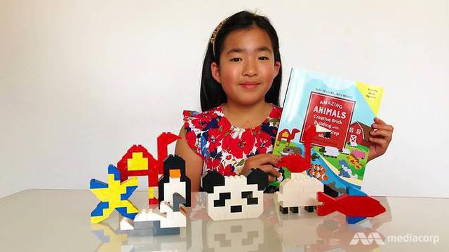 Cô bé 9 tuổi xuất bản sách cho em bị bệnh Down - Ảnh 1.