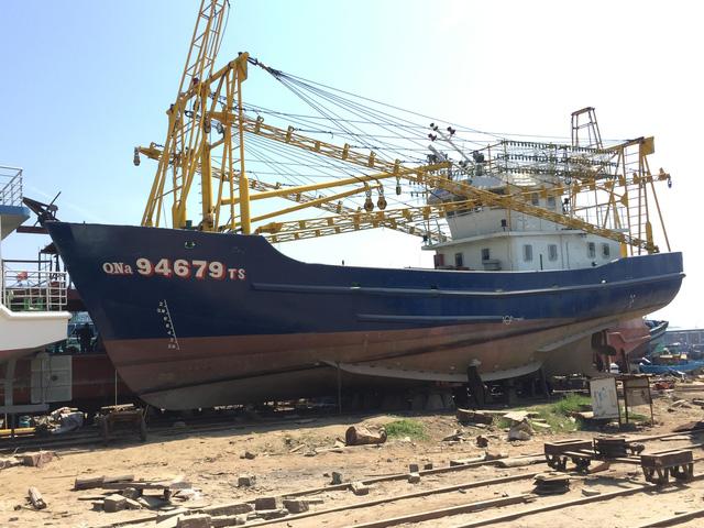 Doanh nghiệp nói ngư dân ngang ngược không nhận tàu vỏ thép 16,5 tỉ - Ảnh 1.