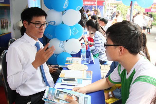 ĐH Khoa học xã hội và nhân văn TP.HCM đào tạo cử nhân Việt Nam học qua mạng - Ảnh 1.