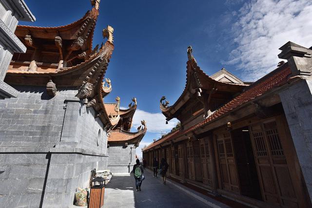 Cận cảnh những kiến trúc thời Trần được tái hiện trên đỉnh Fansipan - Ảnh 3.