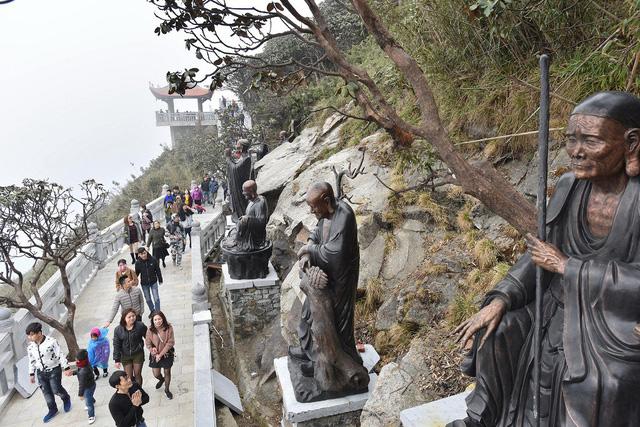 Cận cảnh những kiến trúc thời Trần được tái hiện trên đỉnh Fansipan - Ảnh 1.