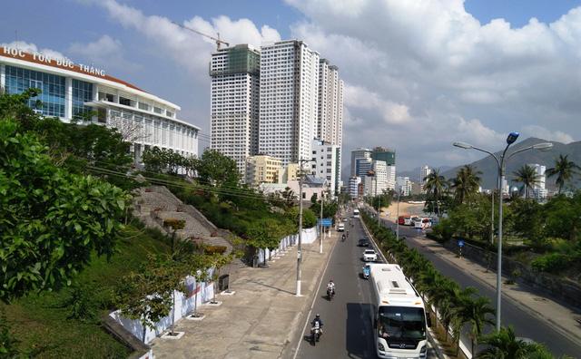 Lo ngại cao ốc Mường Thanh 42 tầng gây tắc đường tại Hòn Chồng - Ảnh 2.