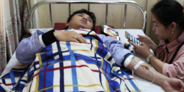 Bố bệnh nhân hành hung bác sĩ bệnh viện đa khoa Hà Tĩnh - Ảnh 1.