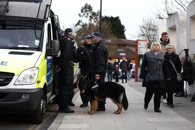 london-police-15232745877282091394212.jpg