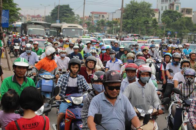 Hà Nội đề xuất thu phí phương tiện vào khu vực ùn tắc - Ảnh 2.