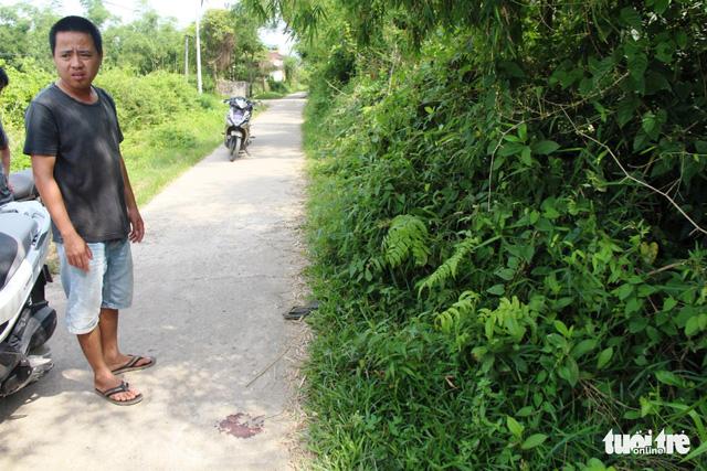 Dân chặn CSGT nghi rượt đuổi làm thiếu niên ngã xe bất tỉnh - Ảnh 1.