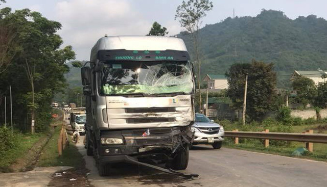 Tai nạn liên hoàn trên đường Sơn La - Hà Nội, 1 người chết - Ảnh 4.