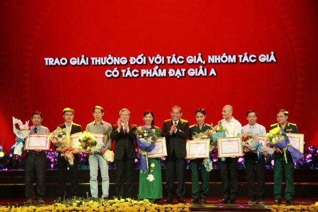 Trao giải thưởng Học tập và làm theo tư tưởng, đạo đức, phong cách Hồ Chí Minh - Ảnh 1.