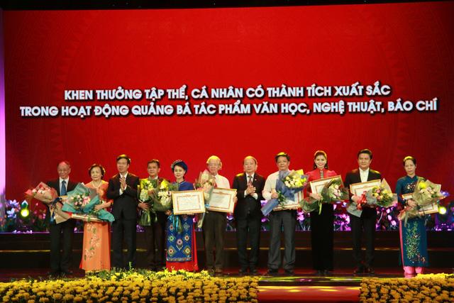 Trao giải thưởng Học tập và làm theo tư tưởng, đạo đức, phong cách Hồ Chí Minh - Ảnh 2.