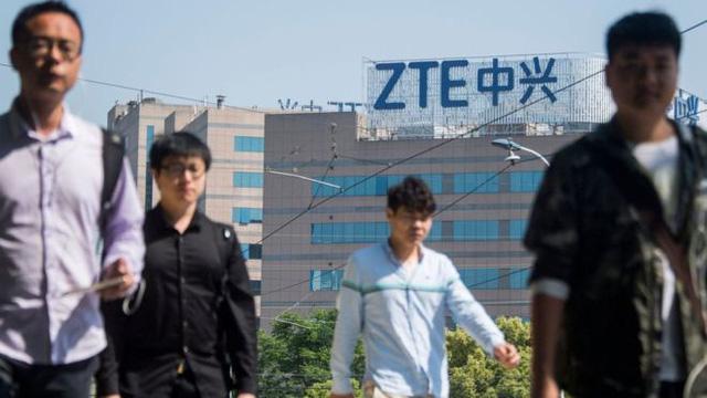 Ông Trump hứa bảo vệ công việc cho lao động của ZTE, Trung Quốc - Ảnh 1.