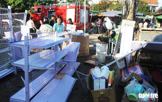 Nhiều cửa hàng gần chợ bị cháy, tiểu thương ôm hàng bỏ chạy - Ảnh 3.