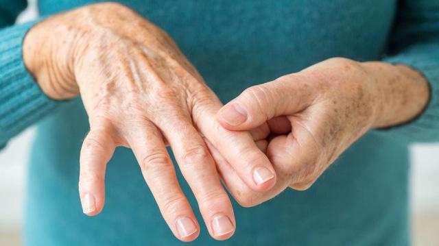 Phòng ngừa bệnh đau và co rút bàn tay, ngón tay - Ảnh 1.