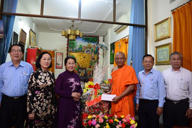 Lãnh đạo TP.HCM thăm, chúc mừng Đại lễ Phật đản 2018 - Ảnh 1.