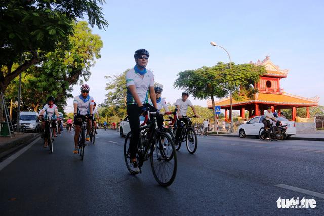 17 cuarơ ASEAN, Nam Á đạp xe gây quỹ từ thiện - Ảnh 2.