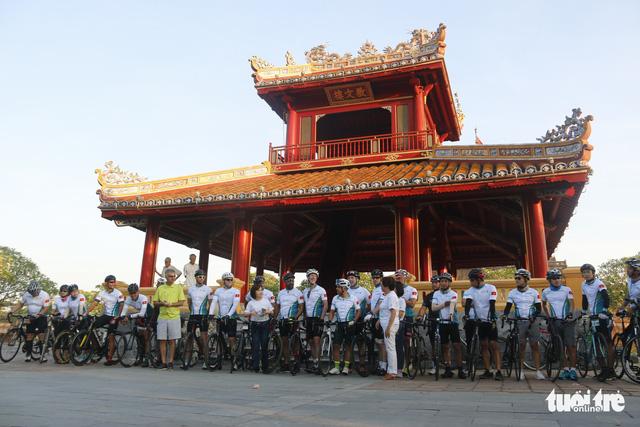 17 cuarơ ASEAN, Nam Á đạp xe gây quỹ từ thiện - Ảnh 1.