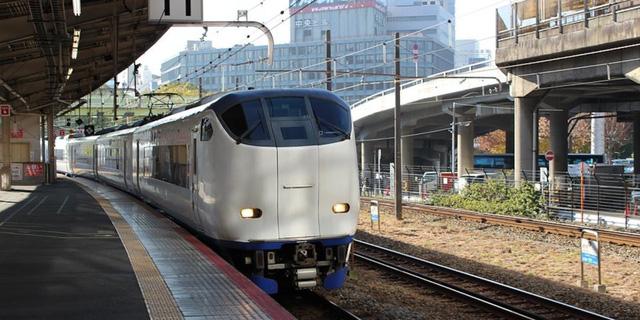 Văn hóa xin lỗi: Hãng tàu Nhật Bản xin lỗi vì chạy tàu sớm 25 giây - Ảnh 1.