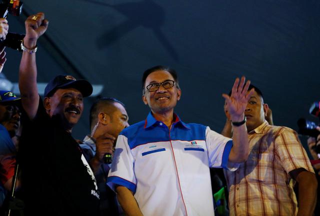 Khám và tịch thu đồ cá nhân tại nhà cựu thủ tướng Malaysia Najib Razak - Ảnh 2.