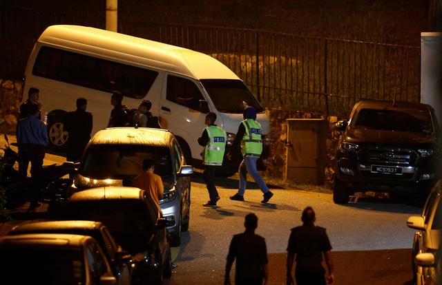 Khám và tịch thu đồ cá nhân tại nhà cựu thủ tướng Malaysia Najib Razak - Ảnh 1.