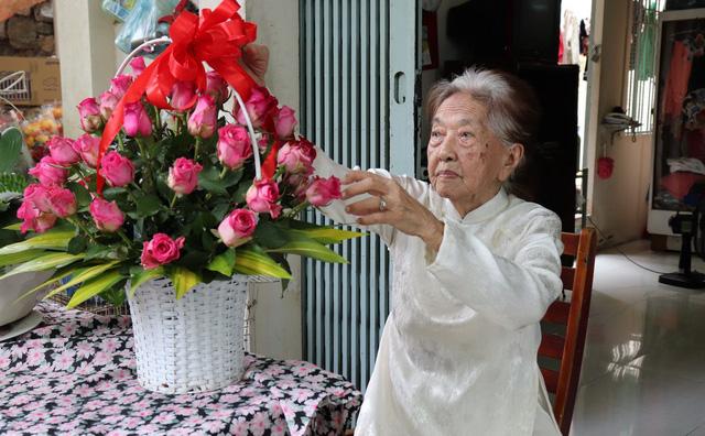Công thức sống thọ của nữ điều dưỡng 102 tuổi - Ảnh 1.