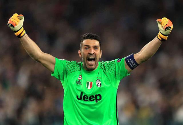 Buffon chia tay Juventus sau 17 năm gắn bó - Ảnh 1.