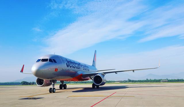 Máy bay bị chim va, Jetstar bồi thường thiện chí 300 ngàn mỗi khách - Ảnh 1.