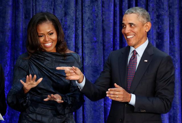 Ông bà Obama là hai người được ngưỡng mộ nhất ở Mỹ - Ảnh 1.