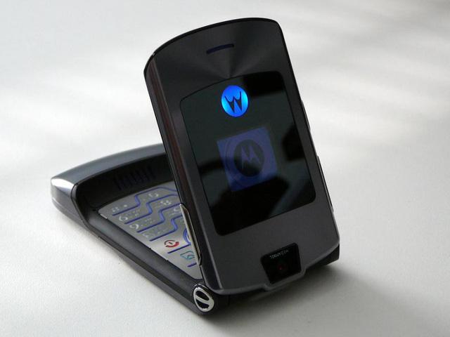 Motorola rục rịch sản xuất điện thoại nắp gập thông minh - Ảnh 1.