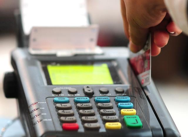 Cuối năm, tội phạm thẻ tung chiêu giăng bẫy lừa tiền - Ảnh 1.