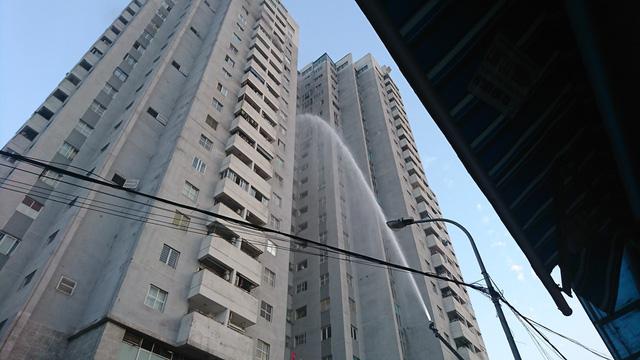 Cháy ở tầng 18 chung cư tại Hà Nội - Ảnh 1.