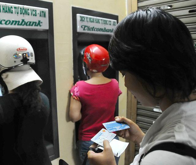 Ngân hàng Nhà nước cảnh báo người dân dùng giấy tờ giả mở thẻ ATM rồi bán lại