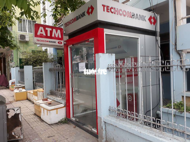 Tạm giữ du khách Nga đập phá trụ ATM Techcombank