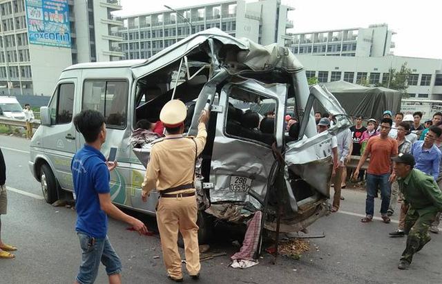 Xe tải đâm xe khách trên cao tốc Hà Nội - Bắc Giang, 2 người tử vong - Ảnh 1.