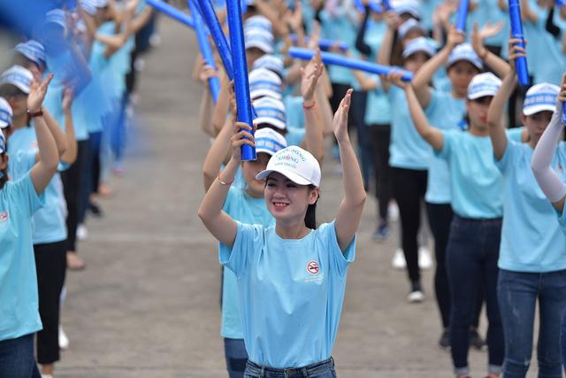 1.000 thanh niên Đà Nẵng nhảy Flashmop nói không với thuốc lá - Ảnh 4.