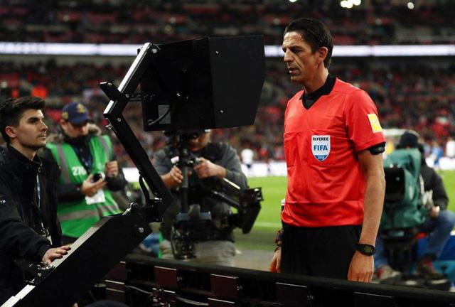 Trọng tài được rút thẻ nguội tại World Cup 2018 - Ảnh 2.