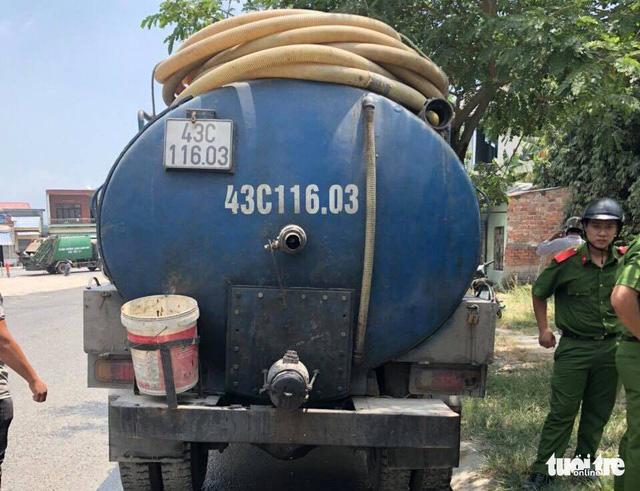 Đoạn kênh nhớt thải tại Đà Nẵng là do xe bồn đổ trộm - Ảnh 1.