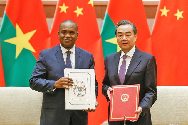 Trung Quốc muốn phủ sóng khắp thế giới - Ảnh 1.