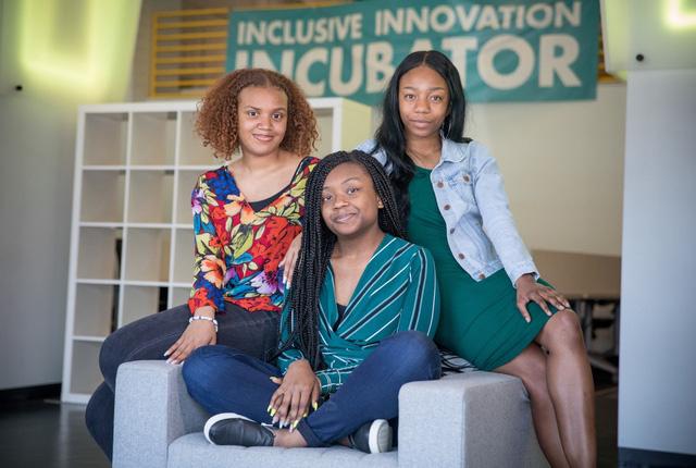 Ba nữ sinh lớp 11 lập kỷ lục tại cuộc thi của NASA - Ảnh 1.