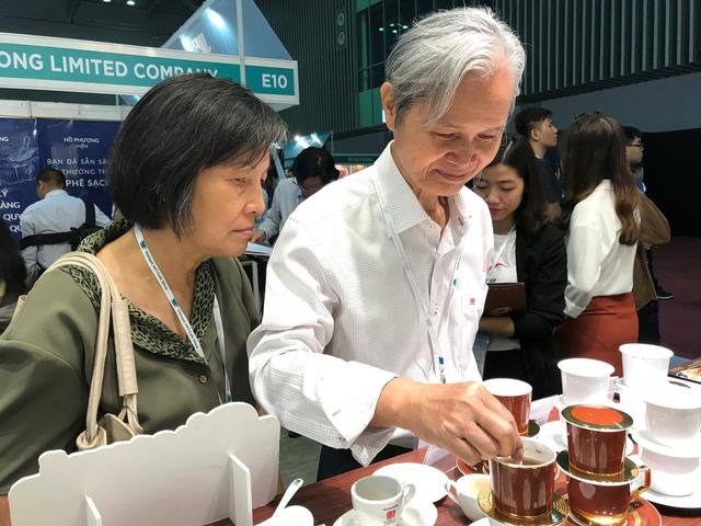 Ấn tượng phin cà phê sứ Minh Long tại Cafe Show Vietnam 2018 - Ảnh 1.
