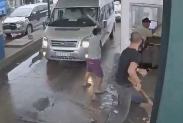 Truy bắt đối tượng đánh gãy tay nhân viên trạm thu phí - Ảnh 1.