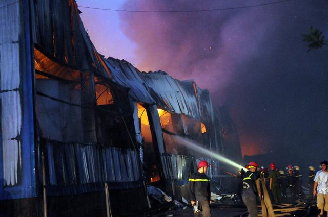 Cháy lớn tại KCN Vĩnh Lộc, huyện Bình Chánh - Ảnh 1.
