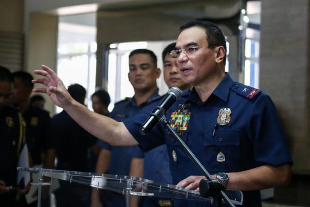 Philippines đề xuất cho phép cảnh sát kiểm tra cặp học sinh - Ảnh 2.