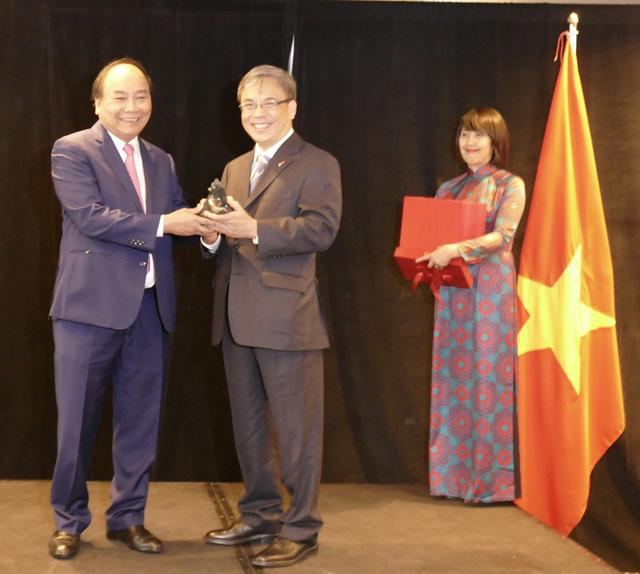 Thủ tướng gặp bà con người Việt ở Canada - Ảnh 2.