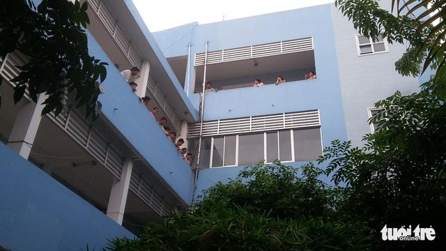 Một bệnh nhân nhảy từ lầu 3 bệnh viện tử vong - Ảnh 1.