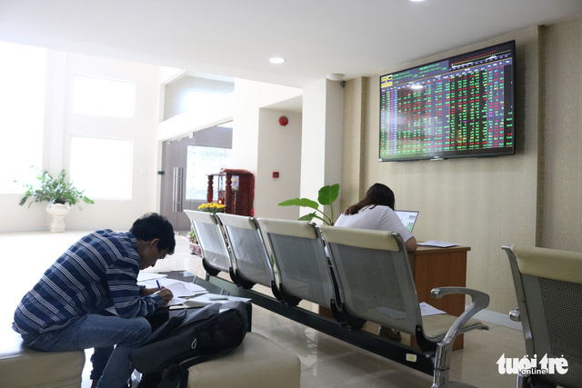 Cổ phiếu Vinamilk bật tăng nhờ hai quỹ ETF ngoại - Ảnh 1.