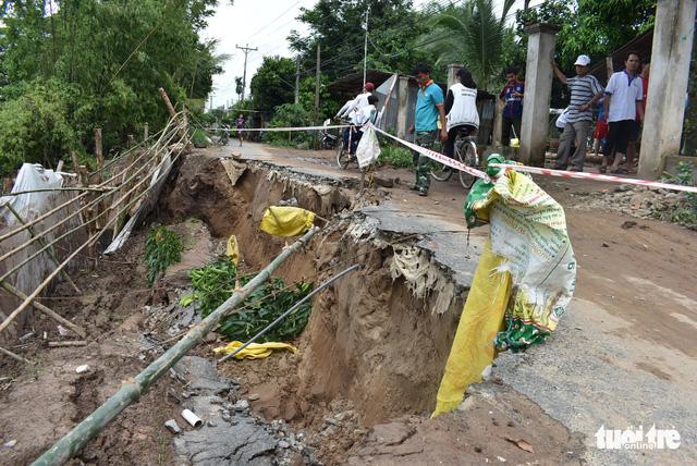 Sạt lở nhiều ở An Giang là do mưa và biến đổi dòng chảy - Ảnh 1.