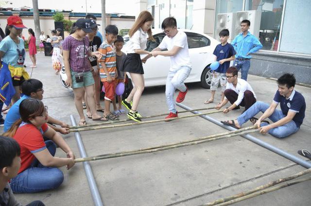 Con trẻ sống cùng chung cư nên cho chơi với nhau - Ảnh 1.