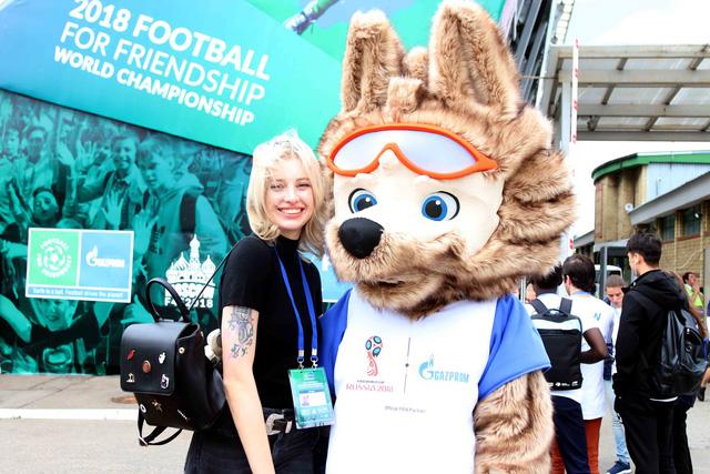 World Cup 2018 bắt đầu nóng với những cô gái Nga xinh đẹp - Ảnh 4.