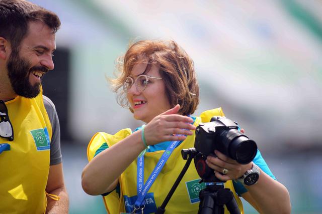 World Cup 2018 bắt đầu nóng với những cô gái Nga xinh đẹp - Ảnh 12.