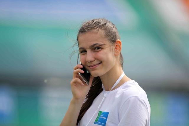 World Cup 2018 bắt đầu nóng với những cô gái Nga xinh đẹp - Ảnh 7.