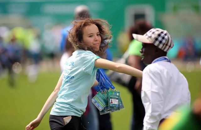 World Cup 2018 bắt đầu nóng với những cô gái Nga xinh đẹp - Ảnh 9.